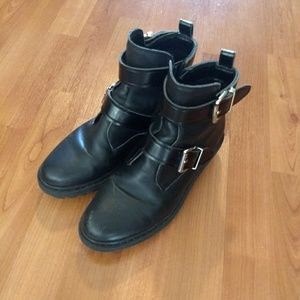 Aldo size 7 black ankle buckle boots